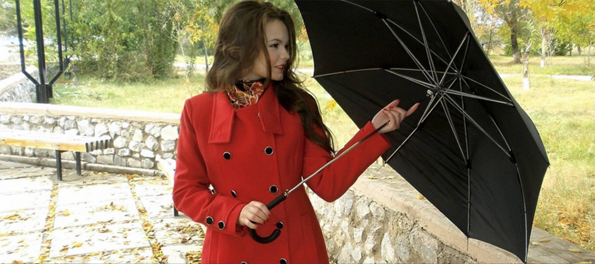 parasol-deszcz-jesien-kobieta