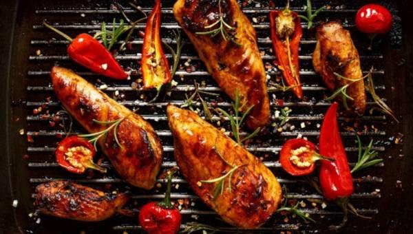 Pikantny kurczak z papryczkami jalapeno – idealnie rozgrzeje jesienią!