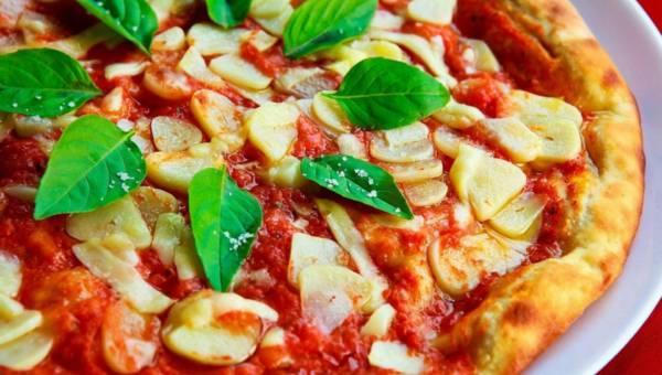 Włoska pizza króluje na stołach na całym świecie – poznaj jej podstawowe rodzaje