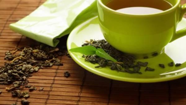 Jak wykorzystać herbatę w zabiegach kosmetycznych?