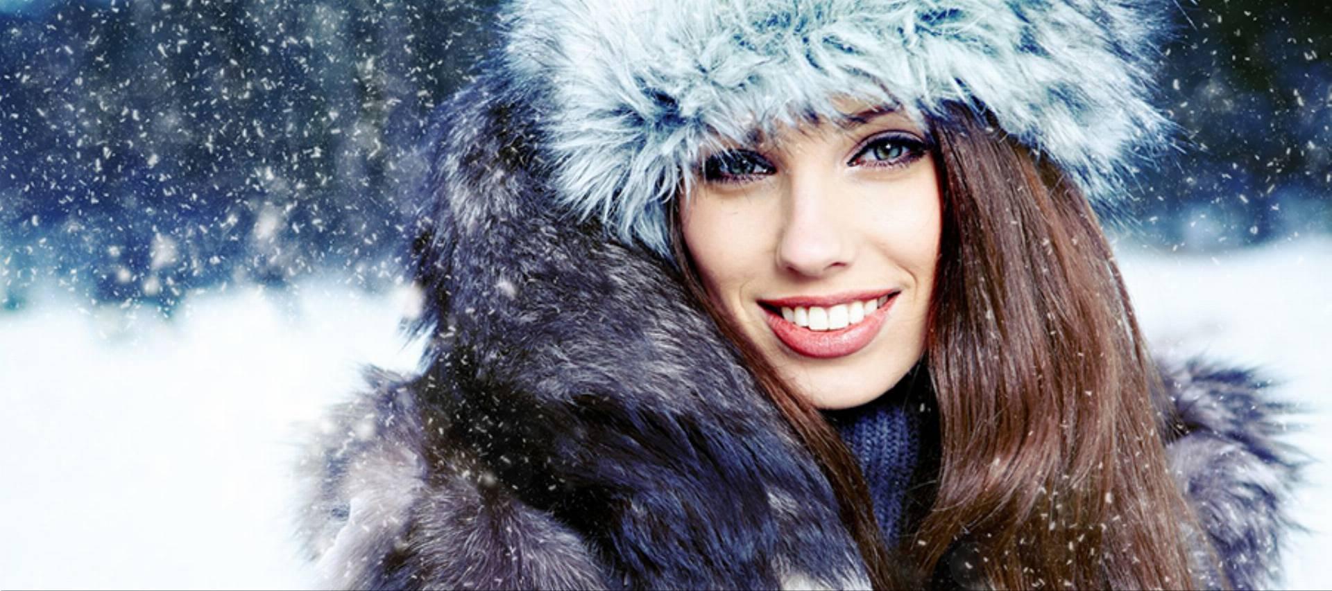 12351054 - winter woman on snow