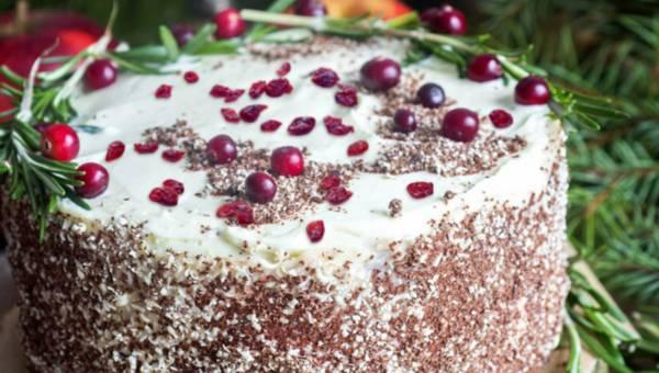 Żurawinowy tort z konfiturą z dzikiej róży i czekoladą – na powitanie Nowego Roku
