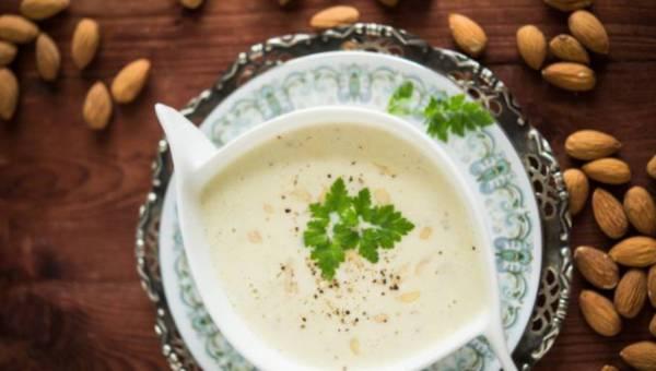 Zupa na Wigilię: wigilijna zupa migdałowa oraz 6 innych przepisów na wigilijne zupy