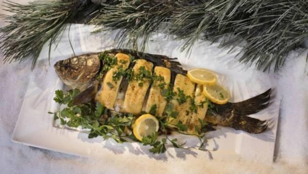 Przepis na karpia: Świąteczny karp z serowo – pieczarkowym farszem
