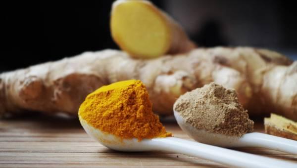 Złoto Indii w Twojej szklance, czyli pyszne i zdrowe napoje z kurkumą!