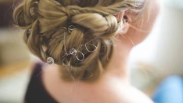 Modne fryzury na studniówkę! Inspiracje z sieci
