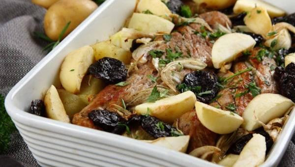 Pascal Brodnicki poleca: Polędwiczki wieprzowe ze śliwkami, jabłkami i ziemniaczkami