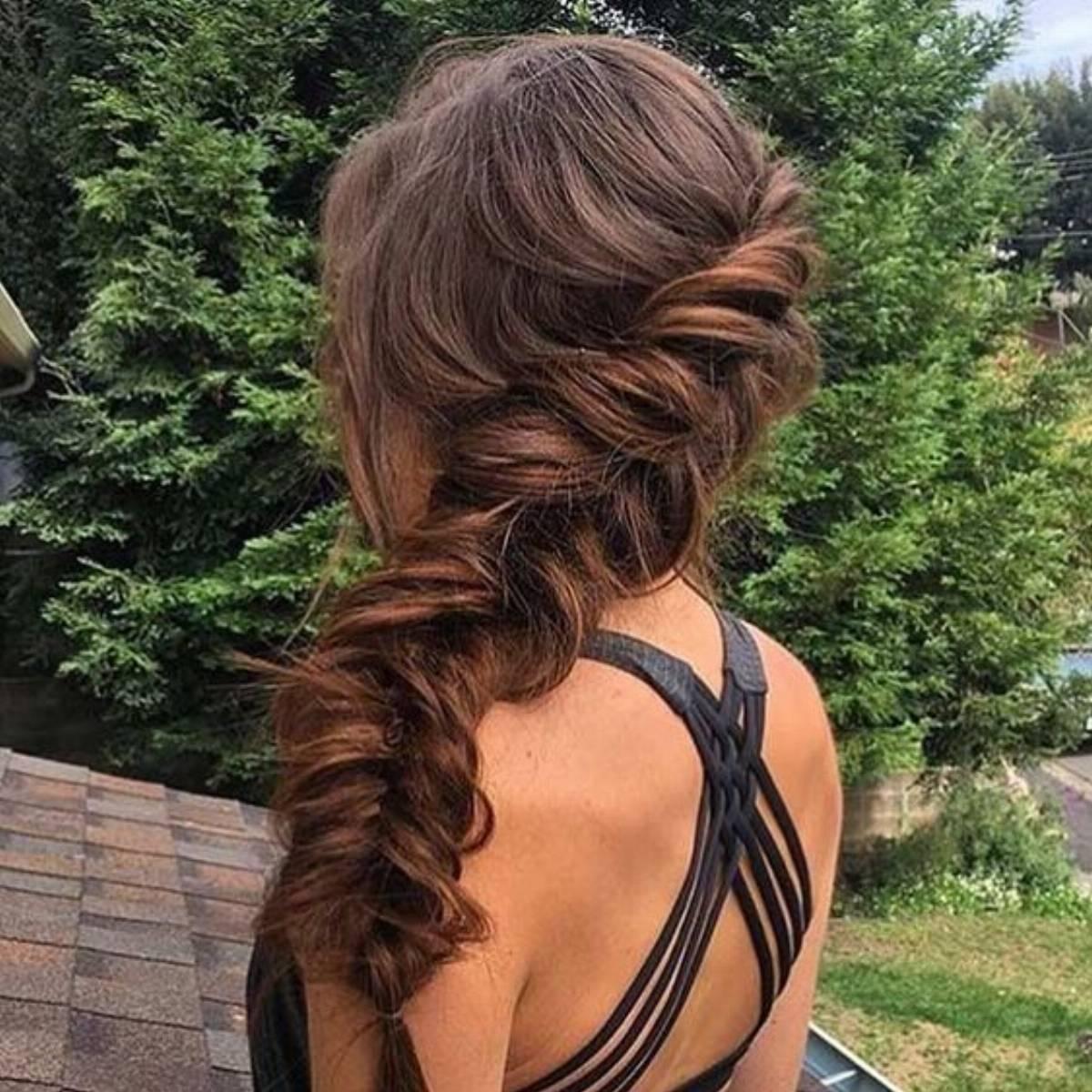 modne fryzury na studniówkę 2017