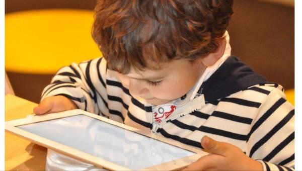 Ekspert radzi: jak oderwać dziecko od komputera i telewizora?