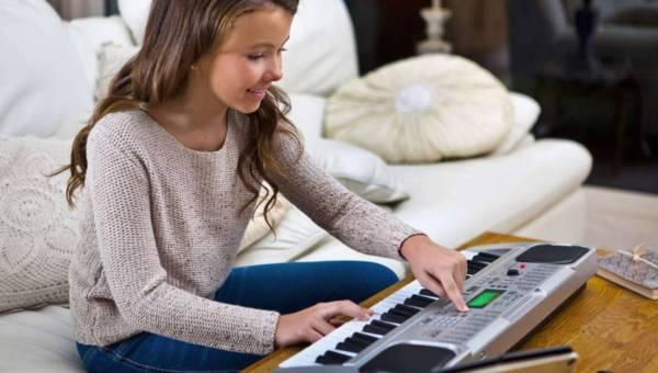Jak muzyka wpływa na rozwój dziecka? Kiedy zacząć uczyć gry na instrumencie?