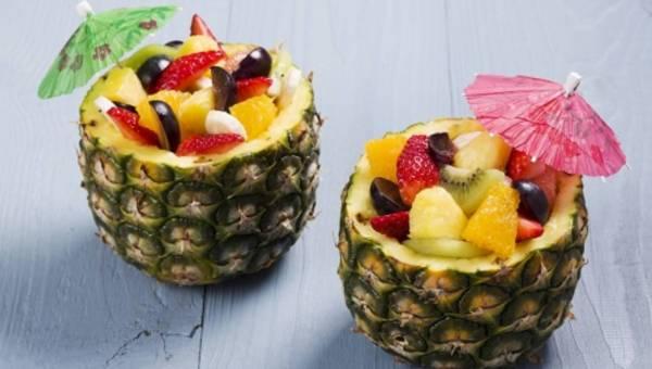 Słodki deser w ananasie