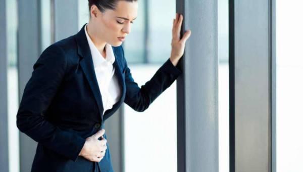 Bóle brzucha u 30-latków – co je może spowodować?