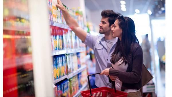 """Jak sprawdzić świeżość produktów? Różnica między """"najlepiej spożyć przed końcem"""" a """"należy spożyć do"""""""
