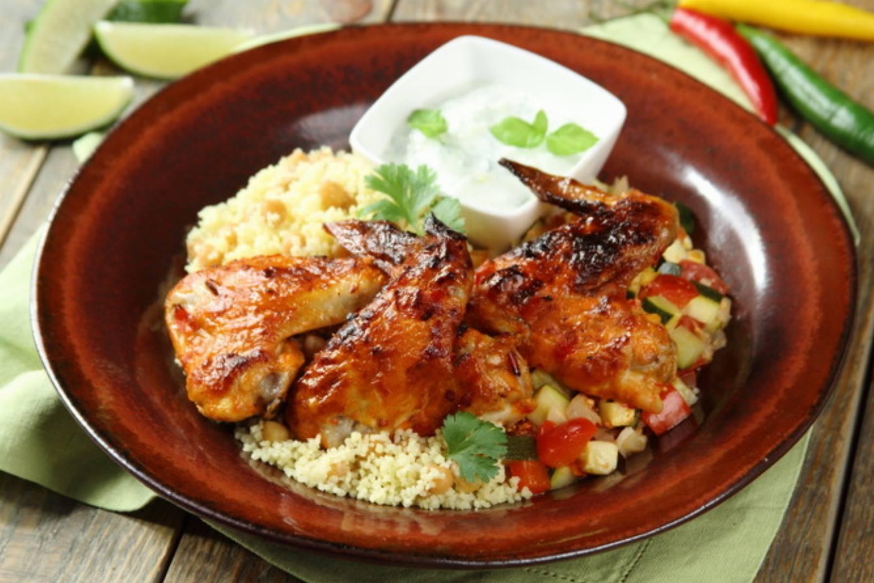 Kurczak marynowany w harissie na ciecierzycy z kuskusem