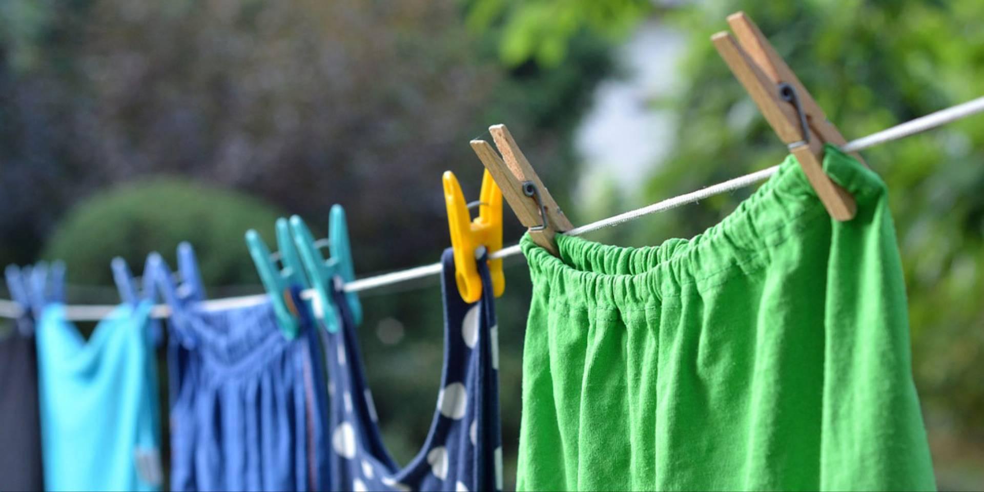 nieprzyjemny zapach ubrań