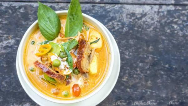 Zupa curry z suszonym ananasem