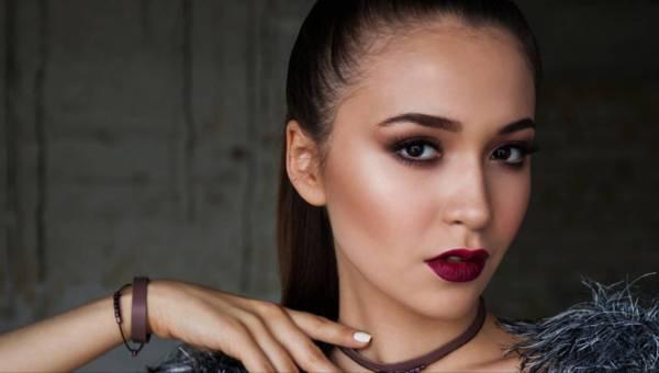 Jak wykonać trwały makijaż na wieczór? Poznaj tricki wizażystów!