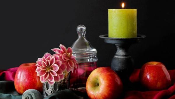 Najpiękniejsze zapachy świec na wiosnę. Poczuj jej aromat w swoim domu!
