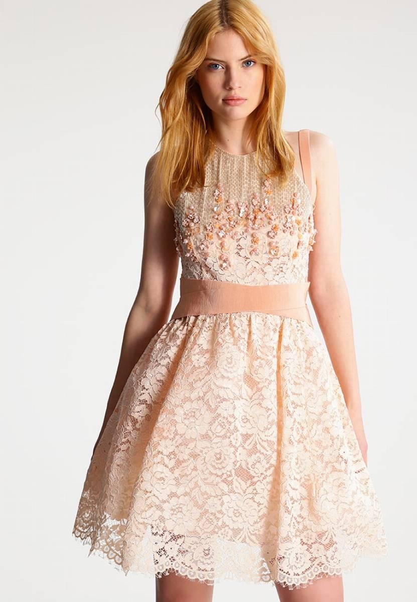 koronkowe sukienki na eleganckie wyjście