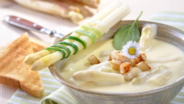 Szparagi – dlaczego warto włączyć je do diety