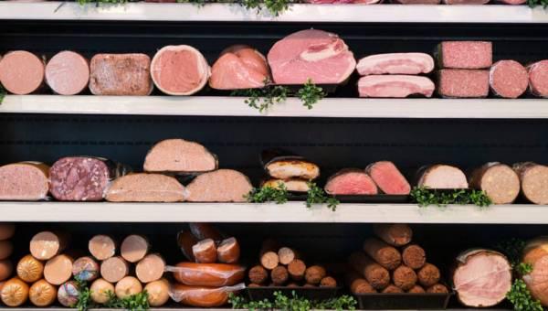 Czy jedzenie mięsa jest niezdrowe? Poznaj fakty i mity!