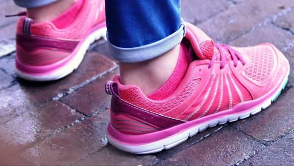 Płaskie buty – trend na wygodę czy tryumf feministek?