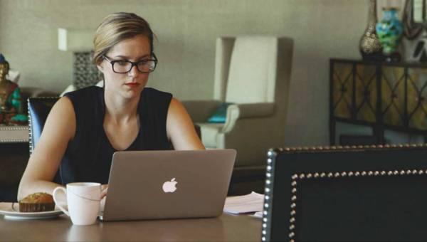 Cyfrowe zmęczenie wzroku – jak się przed nim chronić?