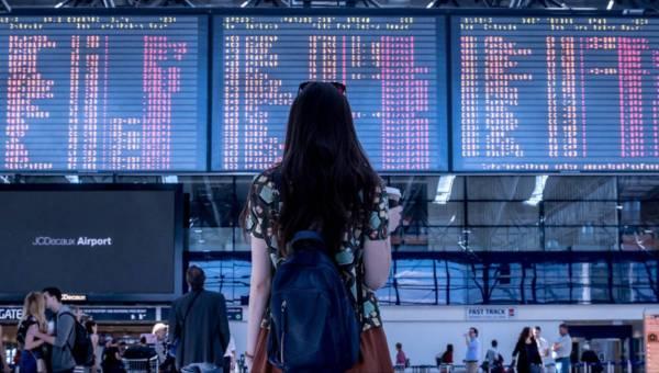 Jak przezwyciężyć strach przed lataniem samolotem? 8 wskazówek