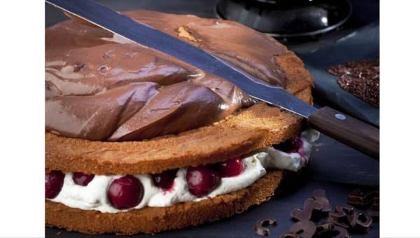 Bez pieczenia: Dwa smaki – tort ze świeżymi wiśniami