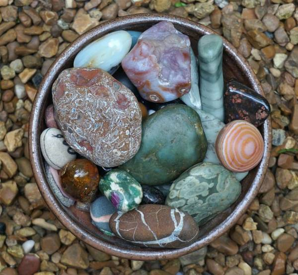 kamienie w misce - jadeit, nefryt