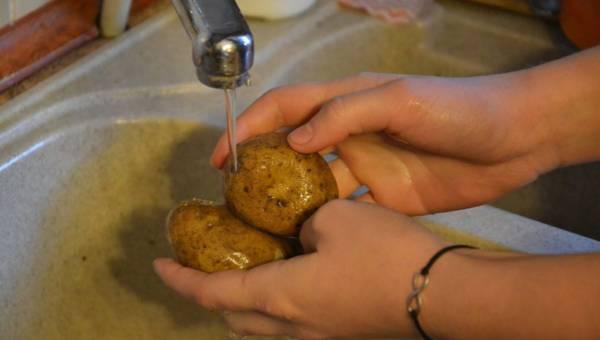 Jak myć owoce i warzywa, by usunąć z nich pestycydy?