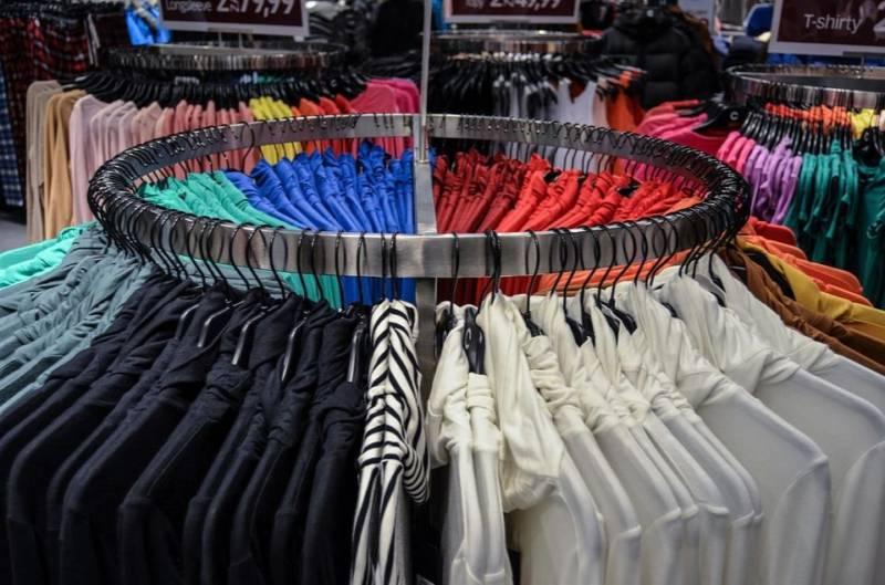 Jak wyglądać młodziej? Ubrania i kolory, które odejmą lat