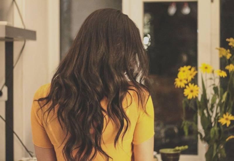Skuteczne sposoby na puszące się włosy