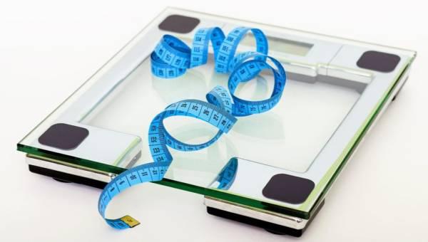 Co powoduje otyłość oprócz jedzenia i braku ruchu? Odpowiedź Cię zszokuje!