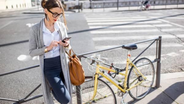 Elegancko i wygodnie do biura – czy dress code zawsze jest wymagany?