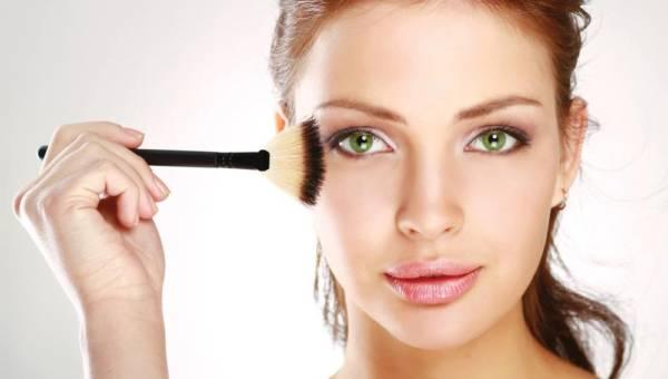 Makijaż do zadań specjalnych – tajniki trwałego make-upu wieczorowego