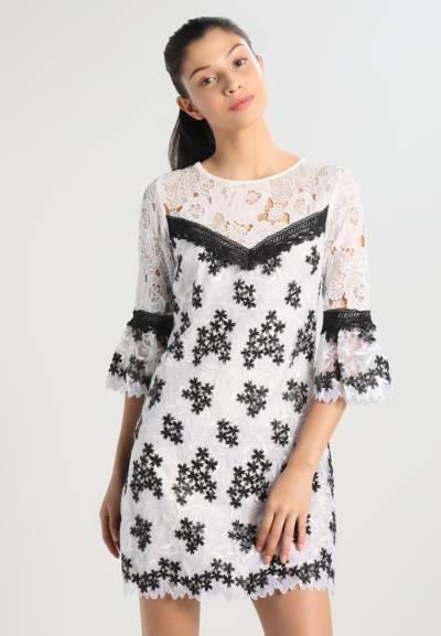 Eleganckie biało-czarne sukienki