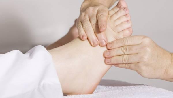 Refleksologia – zniweluj ból i stres, wykonując masaż stóp!