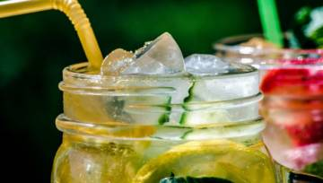 Matcha, kombucza czy sok z brzozy? Napoje na ugaszenie pragnienia – TOP 7