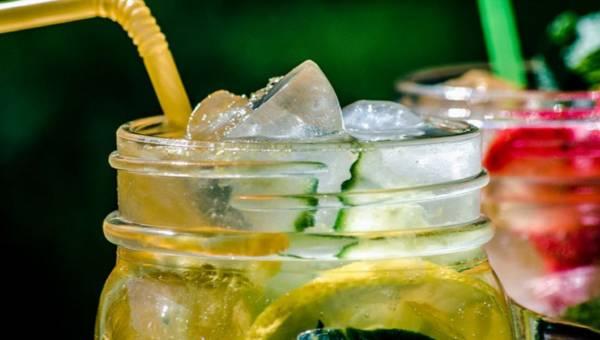 Matcha, kombucza czy sok z brzozy? Oto napoje na ugaszenie letniego pragnienia