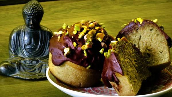 Przepis na: Babeczki z zieloną herbatą matcha, polewą czekoladową i pistacjami