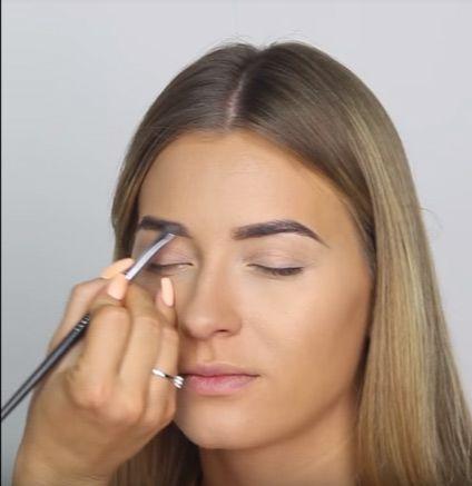 HYPOAllergenic Waterproof Brow Maker –Hypoalergiczna wodoodporna pomada do brwi. Idealna do makijażu smokey-eye. Nakładanie na twarz.