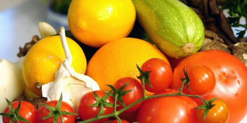 chromoterapia - pomidory, cytryny, czosnek, cebula