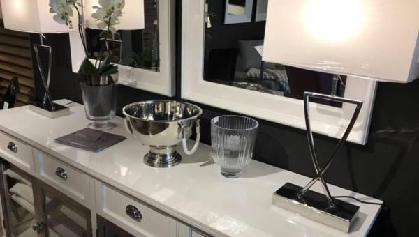 Wnętrze w stylu glamour: jakie meble do salonu i ozdoby wybrać?