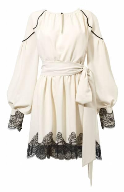 byCabojest polską marką, stworzoną w 2014 roku. Wszystkie rzeczy projektowane i szyte są w Polsce, a tkaniny pochodzą z Włoch. Podstawą każdej kolekcji są sukienki, to one tworzą zarys i charakter każdego nowego sezonu.Idea, jaka towarzyszy twórcom byCabo, to tworzenia ubrań tak, by ich właścicielka czuła się w nich najlepiej i najpewniej.