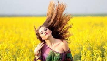 Domowe sposoby na przetłuszczające się włosy – wybierz najlepszy dla siebie!