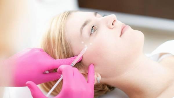 Jak zlikwidować zmarszczki wokół oczu? Porady eksperta