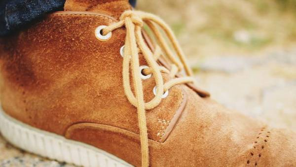 Jak wyczyścić zamszowe buty? Proste sposoby