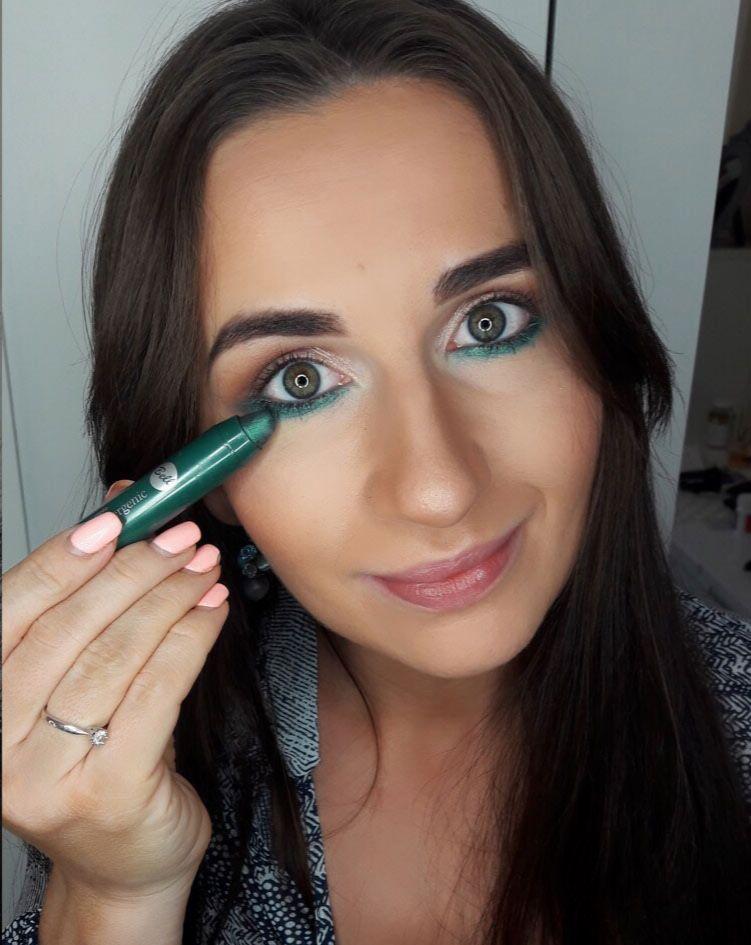 Makijaż Wieczorowy Smokey Eyes Z Zielonym Akcentem Kobietamagpl