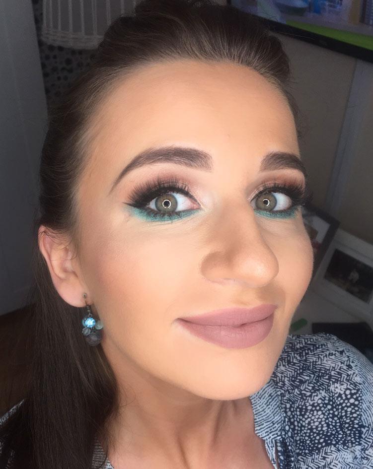 Modny wieczorowy makijaż